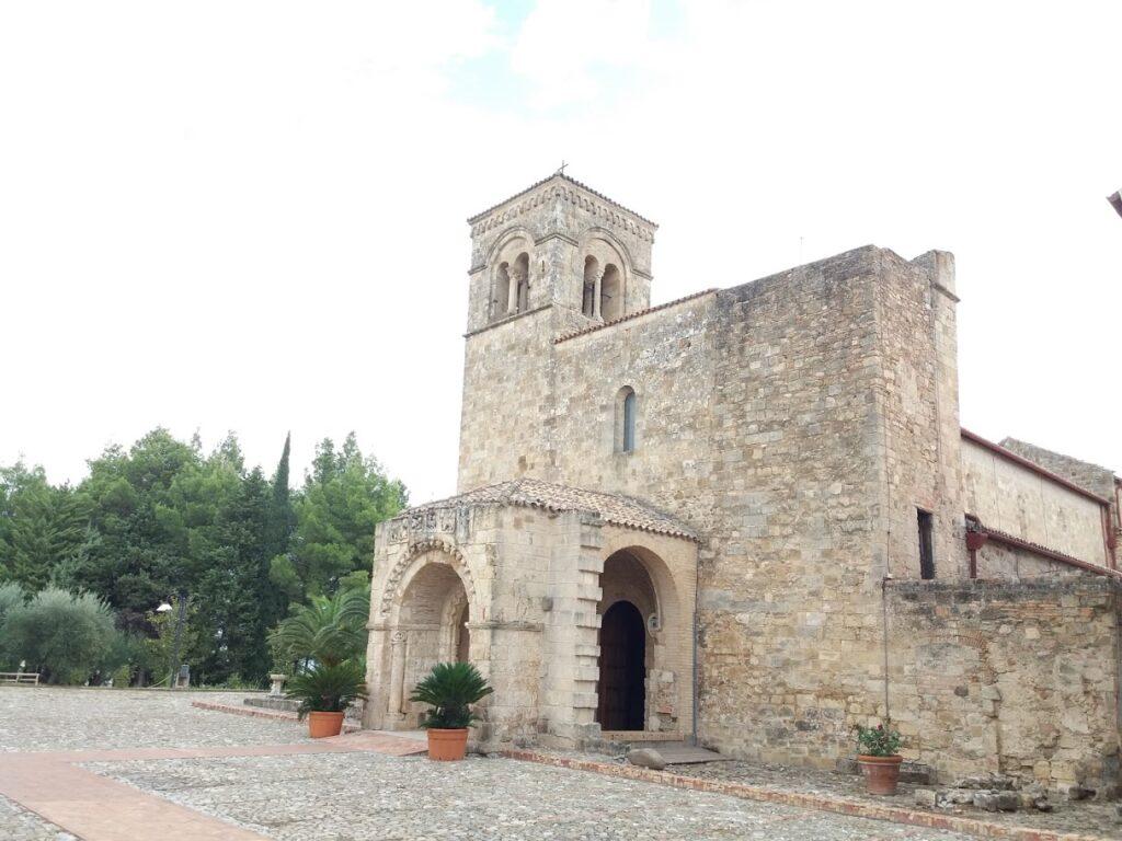 visita guidata ne l santuario di Santa Maria di Anglona