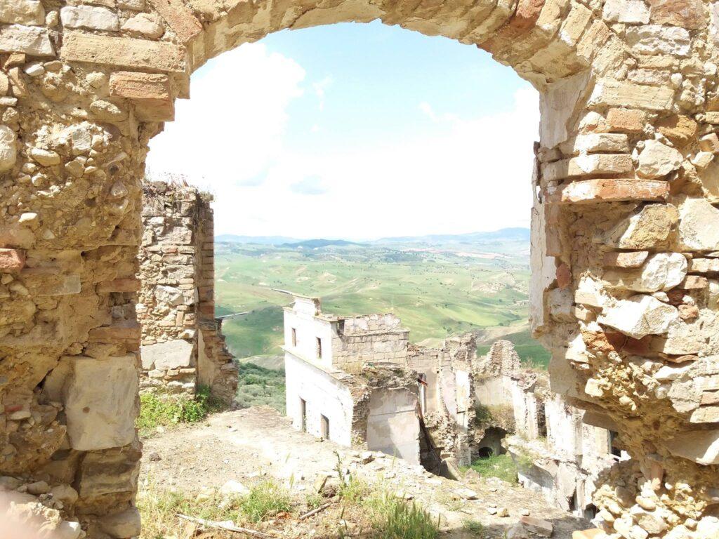 Matera e dintorni visita guidata, escursione, trekking n el paese fantasma di Craco Vecchia